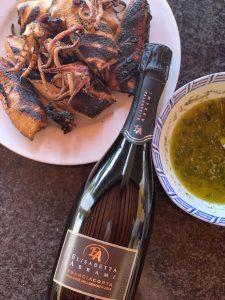 Bottiglia di Franciacorta Pas dosè millesimato con grigliata di calamari